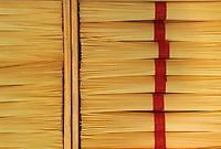 """Asie/Japon/Kyoto: Le marché couvert de """"Nishikikoji-dori"""" - Détail de l'étal d'un marchand de nouilles """"Menrui"""""""