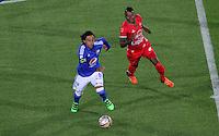 BOGOTÁ -COLOMBIA-31-01-2016. Rafael Robayo (Izq.) de Millonarios  disputa el balón con Raul Loaiza (Der.) de Patriotas de Boyacá durante partido por la fecha 1 de Liga Águila I 2016 jugado en el estadio Nemesio Camacho El Campin de Bogotá./ Rafael Robayo (L) of Millonarios fights for the ball with Raul Loaiza (R) of  Patriotas of Boyaca  during the match for the date 1 of the Aguila League I 2016 played at Nemesio Camacho El Campin stadium in Bogota. Photo: VizzorImage / Felipe Caicedo / Staff