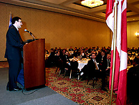 Montreal, 1999-11-22. The Honorable Martin Cauchon (Secreatry of State EConomic Developpement Canada - Quebec and (new) Minister of National Revenus, speaks at Inno Centre breakfast this morning in Montreal (Quebec, Canada)<br /> <br /> <br /> PHOTO : Agence Quebec Presse<br /> <br /> Digital Camera Image