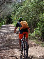 Radler, auf Capo Stella, Lacona, Elba, Region Toskana, Provinz Livorno, Italien, Europa<br /> cyclists at Capo Stella, Golfo della Lacona, Elba, Region Tuscany, Province Livorno, Italy, Europe