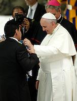 "20140901 VATICANO: PAPA FRANCESCO INCONTRA I CALCIATORI DELLA ""PARTITA PER LA PACE"""