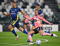 Calcio, Serie A: Juventus - Hellas Verona, Turin, Allianz Stadium, October 25, 2020.<br /> Juvaentu's Federico Bernardeschi (r) in action with Hellas Verona's Matteo Lovato (l) during the Italian Serie A football match between Juventus and Hellas Verona at the Allianz stadium in Turin, October 25,,2020.<br /> UPDATE IMAGES PRESS/Isabella Bonotto