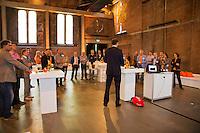 14-09-12, Netherlands, Amsterdam, Tennis, Daviscup Netherlands-Swiss,  Evert-Jan Hulshof ontvangt zijn gasten