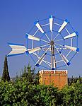 Spanien, Balearen, Ibiza (Eivissa): eine der wenigen, noch intakten Windmuehlen | Spain, Balearic Islands, Ibiza (Eivissa): One of the few still working windmills