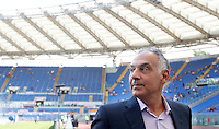 Calcio, Serie A: Roma vs Sampdoria. Roma, stadio Olimpico, 11 settembre 2016.<br /> Roma's president James Pallotta waits for the start of the Italian Serie A football match between Roma and Sampdoria at Rome's Olympic stadium, 11 September 2016. Roma won 3-2.<br /> UPDATE IMAGES PRESS/Isabella Bonotto