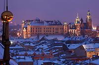Europe/Voïvodie de Petite-Pologne/Cracovie: Le Château de Wawel et la Cathédrale vus depuis le clocher de l'église Notre Dame - Vieille ville (Stare Miasto) classée Patrimoine Mondial de l'UNESCO,