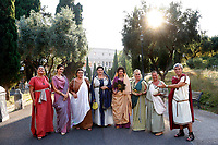 1st and 2nd century BC Roman matrons of the most famous Roman reenactment group, the Gruppo Storico Romano, pose in front of Coliseum during the event 'Piazza Italia' at Colle Oppio Park. Rome (Italy), July 21st 2020<br /> Foto Samantha Zucchi Insidefoto