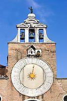 L'orologio sulla torre della chiesa di San Giacomo di Rialto a Venezia.<br /> Belltower clock of San Giacomo di Rialto church in Venice.<br /> UPDATE IMAGES PRESS/Riccardo De Luca
