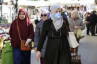 - Epidemia di virus Covid-19 in Italia, mercato rionale a Milano<br /> <br /> - Covid-19 virus epidemic in Italy, street market in Milan