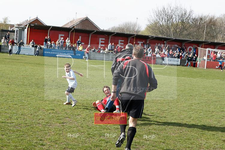 29/04/2006 Fleetwood Town v Brigg<br /> <br /> <br /> © Phill Heywood
