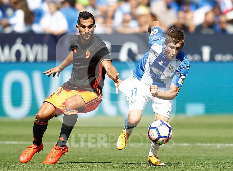 CD Leganes' Alexander Szymanowski (r) and Valencia CF's Martin Montoya during La Liga match. September 25,2016. (ALTERPHOTOS/Acero)