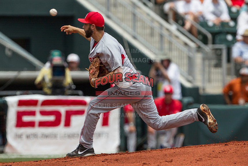 Houston Cougars starting pitcher Aaron Garza (21) delivers a pitch to the plate during the NCAA Super Regional baseball game against the Texas Longhorns on June 7, 2014 at UFCU Disch–Falk Field in Austin, Texas. The Longhorns are headed to the College World Series after they defeated the Cougars 4-0 in Game 2 of the NCAA Super Regional. (Andrew Woolley/Four Seam Images)