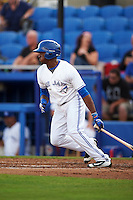 Dunedin Blue Jays left fielder David Harris (4) at bat during a game against the Palm Beach Cardinals on April 15, 2016 at Florida Auto Exchange Stadium in Dunedin, Florida.  Dunedin defeated Palm Beach 8-7 in ten innings.  (Mike Janes/Four Seam Images)