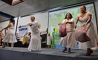 """BOGOTÁ -COLOMBIA. 11-10-2014. Presentación de la delegación de Uraba durante la segunda jornada del Encuentro por la """"Dignidad de las Víctimas del Genocidio contra La UP"""" realizado hoy, 11 de octuber de 2014, en la ciudad de Bogotá./ Performance of Uraba delegation during the second day of the Meeting for the """"Dignity of Victims of Genocide against The UP"""" took place today, October 10 2014, at Bogota city. Photo: Reiniciar /VizzorImage/ Gabriel Aponte"""