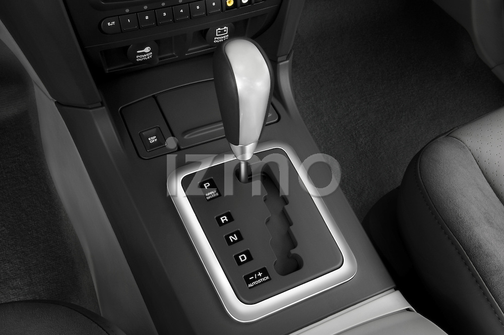 Gear shift detail view of a 2008 Chrysler Pacifica