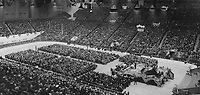 Sélection du cabinet par les conservateur au début de la guerre, 1940<br /> <br /> Conservative leader renews pledge to select cabinet composed of Best Brains in Canada. Speaking in Maple Leaf Gardens last night Hon. R. J. Manion; Conservative party leader; declared he was leading the party in accordance with its highest traditions. In a time of emergency; he asserted; I am rising above petty political ambitions. Sir John A. Macdonald did it in 1867 and if he had not done so there would be no Dominion of Canada today. he pledged himself to choose a government composed of the best brains in Canada; and to lead the country in a truly united war effort. No leader who placed party interests above those of country; he declared; could guide Canada properly in time of crisis. He charged Prime Minister King and his ministers with deliberately building up antagonisms in the province of Quebec; while attempting to pose as upholders of national unity. 1940<br /> <br /> PHOTO : Toronto Star Archives - AQP