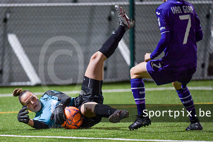Aalst's goalkeeper Silke Baccarne (1) pictured during a female soccer game between RSC Anderlecht Dames and Eendracht Aalst Ladies  on the fourth matchday of the 2020 - 2021 season of Belgian Womens Super League , Tuesday 13 th of October 2020  in ANDERLECHT , Belgium . PHOTO SPORTPIX.BE | SPP | STIJN AUDOOREN