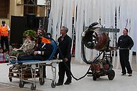 """01.2018 Santiago (Chili)<br /> <br /> En los años 2007 y 2010 la compañía francesa Royal de Luxe vino a Chile para presentar a """"La pequeña gigante"""", que se paseó por el centro de Santiago.<br /> <br /> Por el festival teatro Santiago a Mil, volverán de la mano de la obra """"Miniaturas"""", un montaje a cargo de Jean-Luc Courcult sobre la imaginación de un piloto que pasa mucho tiempo por encima de las nubes mirando todo de forma """"pequeña"""", soñando con su familia y vislumbrando los conflictos del mundo.<br /> <br /> """"Tiene todo ese mágico mundo que arman contando una historia que tiene un mensaje importante, ellos hablan desde el lado de los ataques terroristas y los inmigrantes"""", comentó Carmen Romero, directora ejecutiva de Santiago a Mil.<br /> <br /> Dans les années 2007 et 2010, la société française Royal de Luxe est venue au Chili pour présenter """"The Little Giant"""", qui a erré dans le centre de Santiago.<br /> <br /> Pour le festival de théâtre Santiago a Mil, sera de retour main dans la main avec l'oeuvre """"Miniaturas"""", un montage de Jean-Luc Courcult sur l'imaginaire d'un pilote qui passe beaucoup de temps au dessus des nuages à tout regarder dans un """"petit"""" , rêvant de sa famille et entrevoyant les conflits du monde.<br /> <br /> """"Il a tout ce monde magique qu'ils ont mis ensemble, racontant une histoire qui a un message important, ils parlent du côté des attaques terroristes et des immigrés"""", a déclaré Carmen Romero, directrice exécutive de Santiago a Mil."""