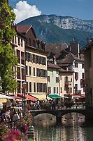 Europe/France/Rhône-Alpes/74/Haute-Savoie/Annecy:Le quai de l'évéché , vieilles maisons sur les bords du Thiou et pont