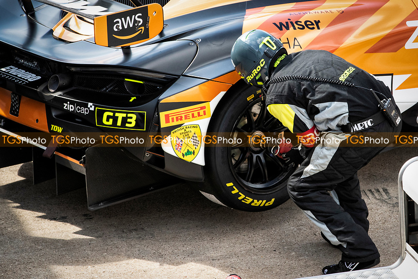 Morgan Tillbrook & Marcus Clutton, McLaren 720S GT3, Enduro Motorsport pit crew prepare the car before qualifying during the British GT & F3 Championship on 10th July 2021
