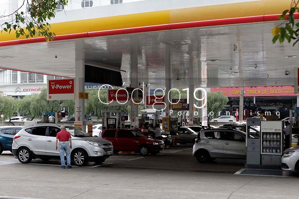 Campinas (SP), 09/09/2021 - Combustivel - Motoristas de Campinas (SP) fizeram filas nos postos de combustíveis da cidade nesta quinta-feira (9), devido ao medo de uma nova paralisação dos caminhoneiros. O medo é que uma nova paralisação gere racionamento, assim como houve em 2018.