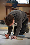 AMERSFOORT - In het opleidingsbedrijf SBRA in Amersfoort zijn jonge bouwvakkers bezig met de theoretische en praktisch scholing tot bouwvakker. COPYRIGHT TON BORSBOOM