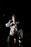 TABAC ROUGE<br /> <br /> Mise en scène, scénographie et chorégraphies : James Thiérrée<br /> Costumes : Victoria Thiérrée<br /> Assistantes à la chorégraphie : Kaori Ito, Marion Lévy<br /> Interprété par :<br /> Denis Lavant<br /> Noémie Ettlin<br /> Anna Calsina Forellad<br /> Namkyung Kim<br /> Matina Kokolaki<br /> Katell Le Brenn ou Valérie Doucet<br /> Piergiorgio Milano<br /> Thi Mai Nguyen<br /> Ioulia Plotnikova<br /> Manuel Rodriguez<br /> Lieu : Théâtre de la Ville<br /> Ville : Paris<br /> Date : 22/03/2013<br /> © Laurent Paillier / photosdedanse.com