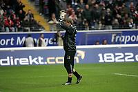 Torwart Jan Zimmermann (Eintracht Frankfurt) begr¸flt die Fans