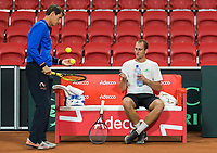 The Hague, The Netherlands, September 11, 2017,  Sportcampus , Davis Cup Netherlands - Chech Republic, training, Thiemo de Bakker (NED) with captain Paul Haarhuis (NED)<br /> Photo: Tennisimages/Henk Koster