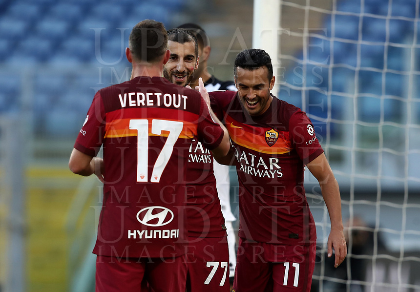 Football, Serie A: AS Roma - Parca, Olympic stadium, Rome, November 22, 2020. <br /> Roma's Henrikh Mkhitaryanl (r) celebrates after scoring his second goal in the match with his teammates during the Italian Serie A football match between Roma and Parma at Rome's Olympic stadium, on November 22, 2020. <br /> UPDATE IMAGES PRESS/Isabella Bonotto