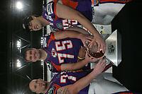 Guard Matt McGhghy, Tackle Will Svitek und Guard Isaac Snell (alle FRankfurt Galaxy)
