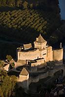 Europe/France/Aquitaine/24/Dordogne/Vallée de la Dordogne/Périgord/Périgord Noir/Castelnaud-La-Chapelle:  le Château Vue aérienne
