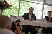 Gesundheits- und Sozialsenator Mario Czaja stellt Landespflegeplan 2016 vor.<br /> Der Senator stellte am Mittwoch den 8. Juni 2016 in der Pflegeeinrichtung Haus Bethesda in Berlin-Kreuzberg den Landespflegeplan 2016. Der Landespflegeplan zeigt, wie sich die Pflegelandschaft entwickelt hat und wie sich das Land Berlin den Herausforderungen des demographischen Wandels stellt. Der Plan gibt unter anderem einen aktuellen Ueberblick ueber alle Zahlen rund um die Pflege, listet auch das bestehende Angebot an Information, Beratung und Unterstuetzung auf und entwirft Szenarien für die kuenftige pflegerische Versorgung der Bevoelkerung.<br /> Im Anschluss lies sich der Senator die Einrichtung zeigen.<br /> 8.6.2016, Berlin<br /> Copyright: Christian-Ditsch.de<br /> [Inhaltsveraendernde Manipulation des Fotos nur nach ausdruecklicher Genehmigung des Fotografen. Vereinbarungen ueber Abtretung von Persoenlichkeitsrechten/Model Release der abgebildeten Person/Personen liegen nicht vor. NO MODEL RELEASE! Nur fuer Redaktionelle Zwecke. Don't publish without copyright Christian-Ditsch.de, Veroeffentlichung nur mit Fotografennennung, sowie gegen Honorar, MwSt. und Beleg. Konto: I N G - D i B a, IBAN DE58500105175400192269, BIC INGDDEFFXXX, Kontakt: post@christian-ditsch.de<br /> Bei der Bearbeitung der Dateiinformationen darf die Urheberkennzeichnung in den EXIF- und  IPTC-Daten nicht entfernt werden, diese sind in digitalen Medien nach §95c UrhG rechtlich geschuetzt. Der Urhebervermerk wird gemaess §13 UrhG verlangt.]