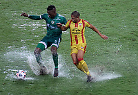 PEREIRA - COLOMBIA, 29-04-2021: Jean Pestaña de La Equidad (COL) y Hector Perez de Aragua F. C. (VEN), luchan por el balon durante partido entre La Equidad (COL) y Aragua F. C. (VEN) por la Copa CONMEBOL Sudamericana 2021 en el Estadio Hernan Ramirez Villegas de la ciudad de Pereira. / Jean Pestaña of La Equidad (COL) and Hector Perez of Aragua F. C. (VEN), fight for the ball during a match beween La Equidad (COL) and Aragua F. C. (VEN) for the CONMEBOL Sudamericana Cup 2021 at the Hernan Ramirez Villegas Stadium, in Pereira city. / VizzorImage / Pablo Bohorquez / Cont.
