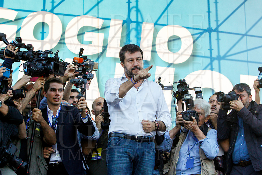 """Italian far-right League party's leader Matteo Salvini gestures to sympathizers as he arrives on the stage during the so-called """"Italian Pride!"""" political rally against government's economic policies in St. John Lateran Square, Rome, Italy, October 19, 2019.<br /> Update Images Press/Riccardo De Luca"""