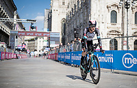 Simon Yates (GBR/Bike Exchange) finishing in front of the mighty Duomo in Milano<br /> <br /> 104th Giro d'Italia 2021 (2.UWT)<br /> Stage 21 (final ITT) from Senago to Milan (30.3km)<br /> <br /> ©kramon