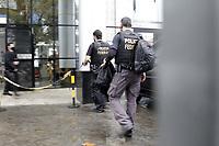 Campinas (SP), 18/08/2020 - Policia federal - A Policia Federal realiza na manha desta terca-feira (18) uma megaoperacao contra o trafico internacional de drogas em 12 estados e no Distrito Federal.<br />Sao cumpridos 139 mandados de busca e apreensao e 50 mandados de prisao (20 prisoes preventivas e 30 prisoes temporarias).<br />Sao Paulo concentra a maior parte dos mandados, sendo 22 de prisao e 60 de busca e apreensao. Movimentacao na Policia Federal da cidade de Campinas (SP), preso e carro apreendido. (Foto: Denny Cesare/Codigo 19/Codigo 19)
