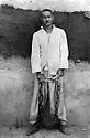 Irak 1948?  Abdul Wahab Rowanduzi spent 7 years in jail.On the photo with chains ( 14 Kg )<br /> Irak 1948? Abdul Wahab Agha Rowanduzi a été condamné a 7 ans de prison. Ici avec des chaines de 14 kilos<br /> عیراق سالی 1948 ؟ عه بدولوه هاب ئاغا روواندوزی حه فت سال زیندانی به کوت و زه نجیر ببوو که قورسایی ئه و کوت وزه نجیره, چوارده کیلو بوو