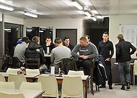 Lendelede : grote verslagenheid bij bestuur , spelers en trainers van FC Lendelede Sport na het plotse overlijden van voorzitter Mario Cagliostro ; de spelers zitten er verslagen bij en trainen niet . <br /> foto VDB / Bart Vandenbroucke