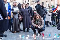 BELGIEN, 18.11.2015, Bruessel.  Das Innenstadtviertel Molenbeek ist bekannt fuer seine vielen muslimischen Zuwanderer, seine Wochenmaerkte und seine Verbindungen zu verschiedenen Terroranschlaegen. -Gedenkdemonstration nach den Pariser Attentaten.   The central district of Molenbeek is well known for its dense muslim immigrant population, Sunday's food market and links to previous terror attacks. -Memorial demonstration after the Paris massacres.<br /> © Arturas Morozovas/EST&OST
