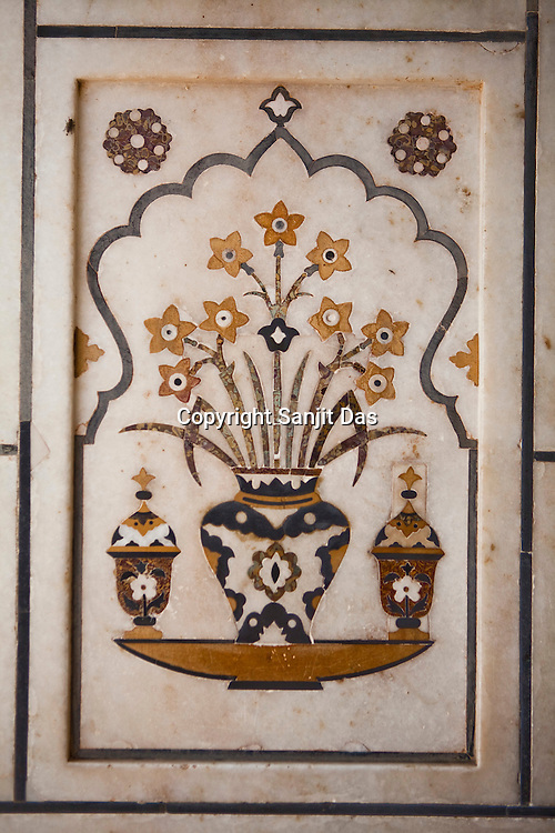 Intricate designs seen on the walls of the tomb of Itmad -Ud-Daulah - often regarded as the 'jewel box' and popularly called the Baby Taj in Agra, Uttar Pradesh in India. Photo: Sanjit Das/Panos pour Le Point