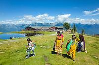 Suisse, Tessin, monte Tamaro, touristes du Moyen-Orient // Switzerland, Ticino, monte Tamaro, middle eastern tourists