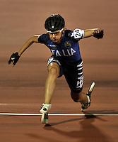 CALI - COLOMBIA - 31-07-2013: Erika Zanetti, Patinadora Italiana en la competencia de los 300 metros contra reloj individual mayores Damas en patinaje de Carreras en los IX Juegos Mundiales Cali, julio 31 de 2013. (Foto: VizzorImage / Luis Ramirez / Staff). Erika Zanetti, skater from Italy in competition in the 300 meters individual time, senior Ladies in Track Speed Roller Skating in the final of the Hockey in Line in the IX World Games Cali, July 31, 2013. (Photo: VizzorImage / Luis Ramirez / Staff).