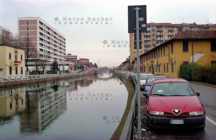 Trezzano Sul Naviglio, paese a sud - ovest di Milano. Una Alfa Romeo lungo il Naviglio Grande --- Trezzano Sul Naviglio, small village south west of Milan. An Alfa Romeo along the Naviglio Grande channel