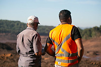 BRUMADINHO, MG, 01.02.2019: ROMPIMENTO DA BARRAGEM EM BRUMADINHO. Pai e irmão de vitima de rompimento da barragem da Mineradora Vale, em Corrego do Feijao-Brumadinho, região metropolina de Belo Horizonte, MG, na manhã desta sexta feira (01) (foto Giazi Cavalcante/Codigo19)