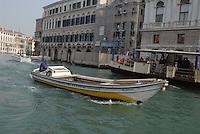 - Venice,  boat for the goods delivery ....- Venezia, battello per la consegna delle merci