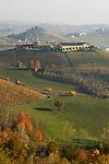Italien, Piemont, Region Langhe, malerische Herbstlandschaft, Weinbau | Italy, Piedmont, Region Langhe, picturesque autumn landscape, wine growing