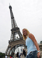 France, Paris, 01.06.2014. Tennis, French Open, Kiki Bertens (NED) in front of the Eifel Tower<br /> Photo:Tennisimages/Henk Koster