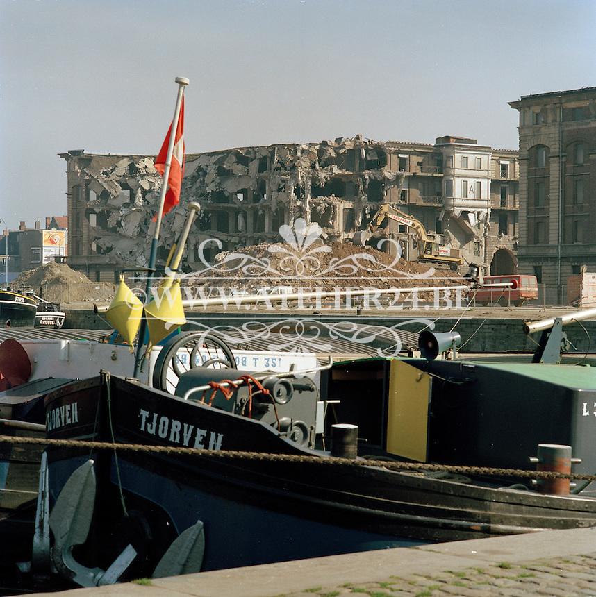 April 1991. Afbraak magazijnen aan het eilandje in Antwerpen.