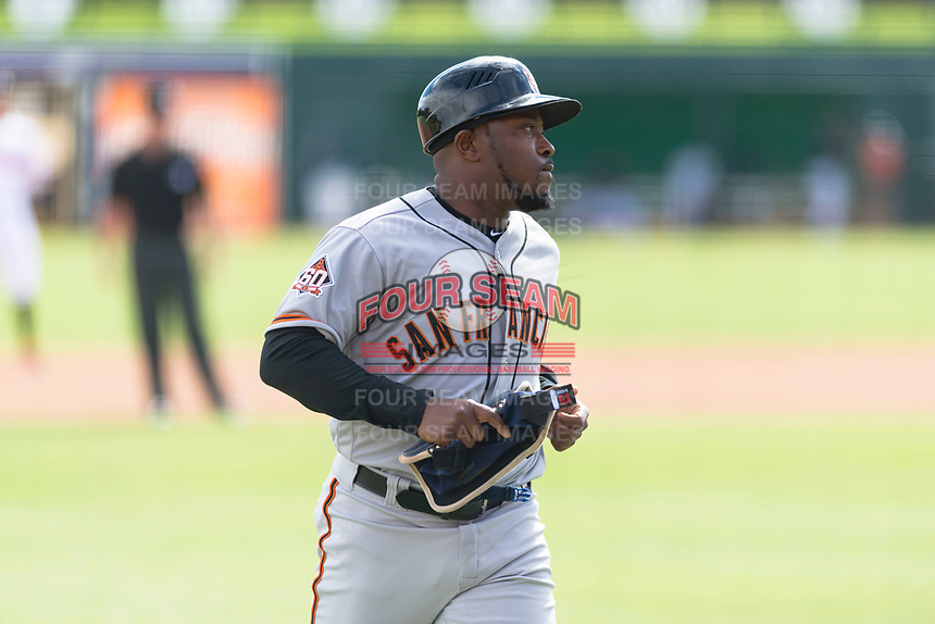 Scottsdale Scorpions manager Willie Harris (22), of the San Francisco Giants organization, during an Arizona Fall League game against the Glendale Desert Dogs at Camelback Ranch on October 16, 2018 in Glendale, Arizona. Scottsdale defeated Glendale 6-1. (Zachary Lucy/Four Seam Images)